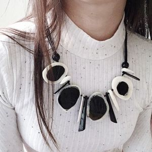 ⏰Last 1 Sale - NWT Horn carved geo jumbo necklace